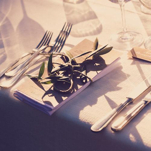 Bruidstafel met decoratie in Italiaanse stijl voor een Italiaanse bruiloft in Nederland