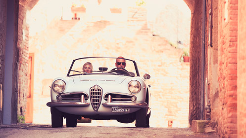 Bij een Italiaanse bruiloft in Nederland hoort een Italiaanse trouwauto